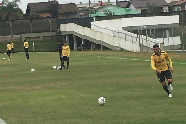 446b8361af163 O técnico Mazola Júnior está montando o time que enfrenta o São Bento no  sábado. Eduardo será primeiro volante e Alex Maranhão ganha lugar no meio.