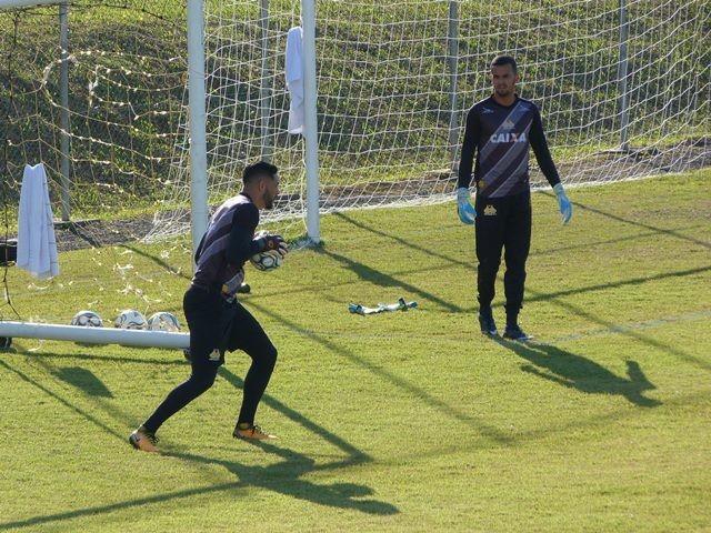 57a510f32b Goleiro Luiz alerta para as necessidades que o Tigre ainda tem   Foto  Denis  Luciano   4oito