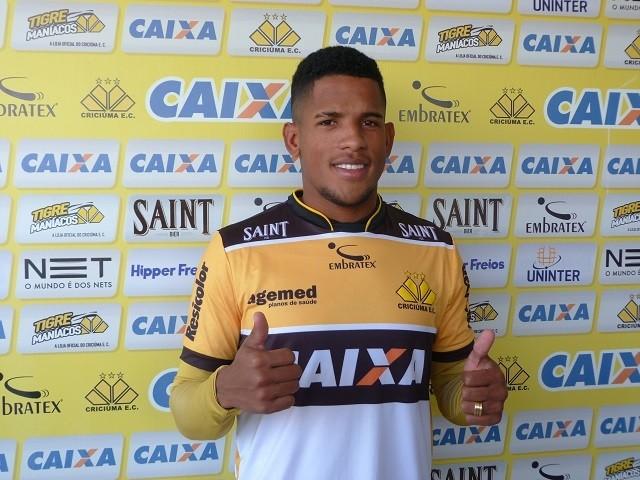 Vitor Feijão é promessa do Paraná   Foto  Denis Luciano   4oito 9f27d2a8ffba5