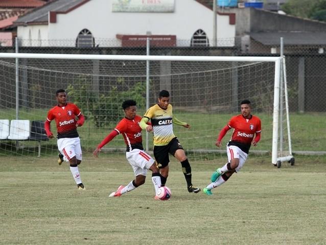 Tigre fez 3 a 0 no Joinville   Foto  Daniel Búrigo   A Tribuna 91631ed88ac27