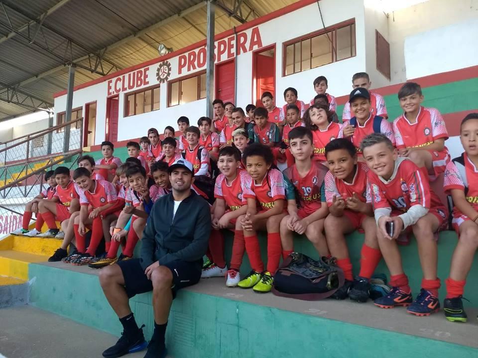 81ce81f2dc Éder visitou o Mário Balsini ontem   Foto  EC Próspera   Divulgação