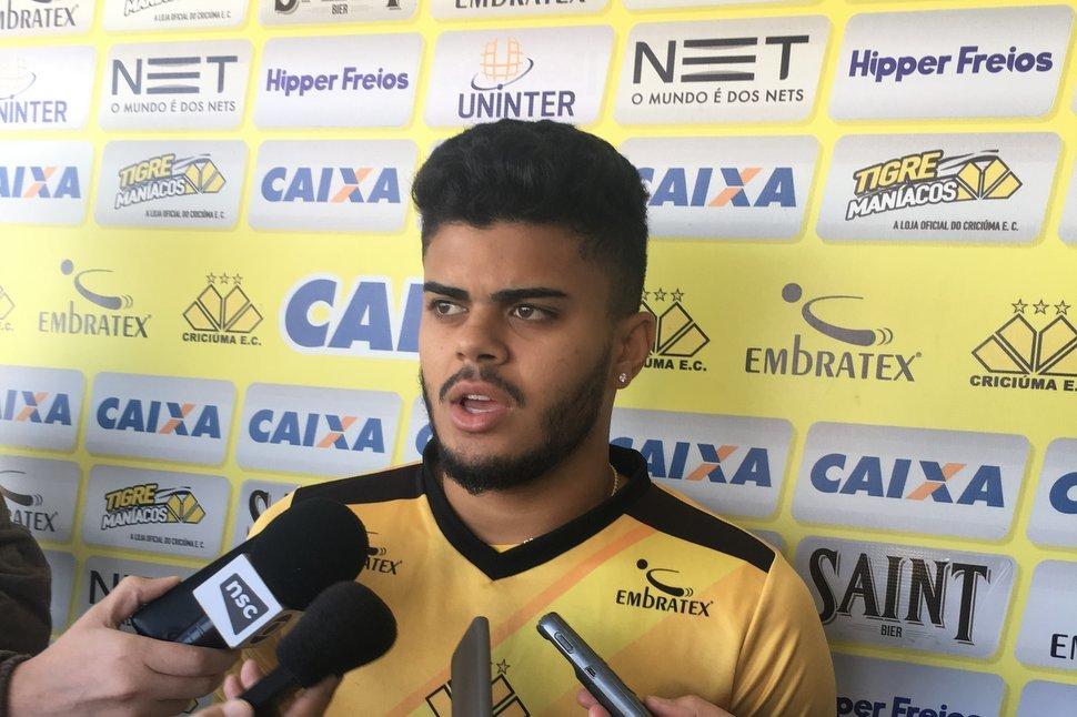 João Paulo na coletiva da tarde no CT   Foto  Fernando Ribeiro   Criciúma EC 2f56c0573358a